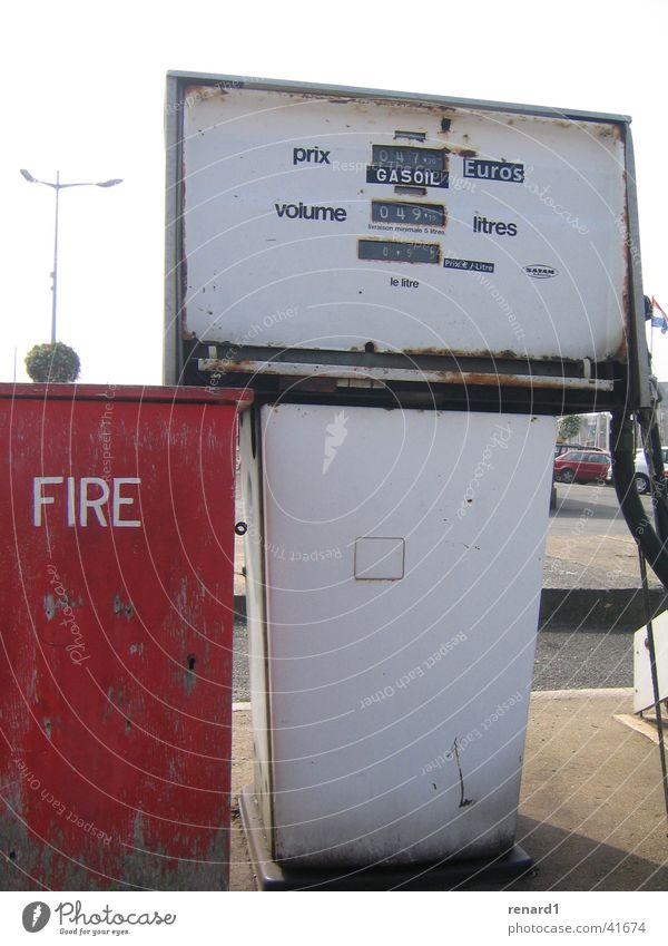 Feuertanke Brand Quadrat obskur Rost Benzin Tankstelle