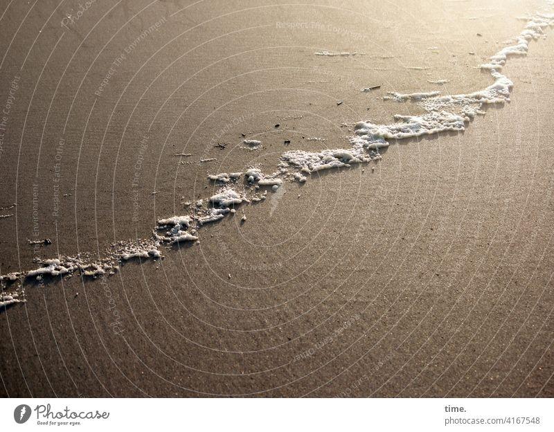 Schaumbad, Reste sand strand schaum angespült linie glatt oberfläche material meer ungefährlich rätsel grenze
