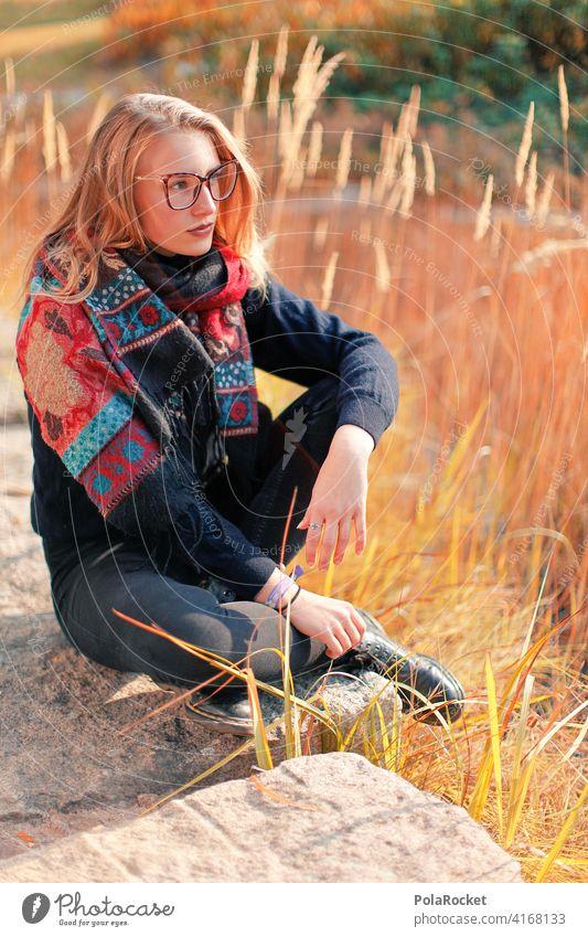 #A9# Herbst am See Außenaufnahme Herbstwetter Herbstlaub wandern positiv Spaziergang Haare & Frisuren draußensein erleben Natur Junge Frau Herbststimmung