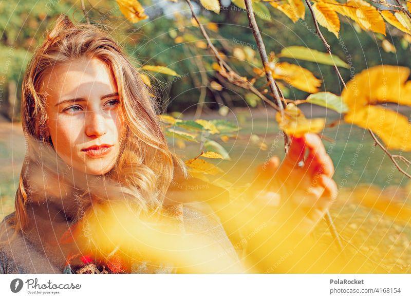 #A9# Blick in den Herbstwind Model frau gesicht herbst herbstlich Herbstfärbung Herbstbeginn Herbstwald Herbstlandschaft Herbststimmung Junge Frau Natur erleben