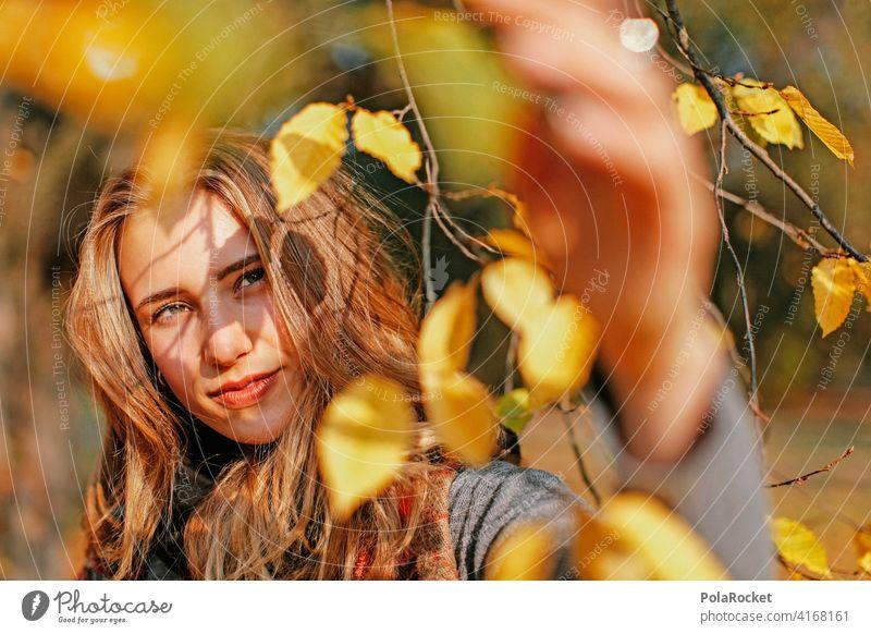 #A9# Blick in den Herbst Model frau gesicht herbst herbstlich Herbstfärbung Herbstbeginn Herbstwald Herbstlandschaft Herbststimmung Junge Frau Natur erleben