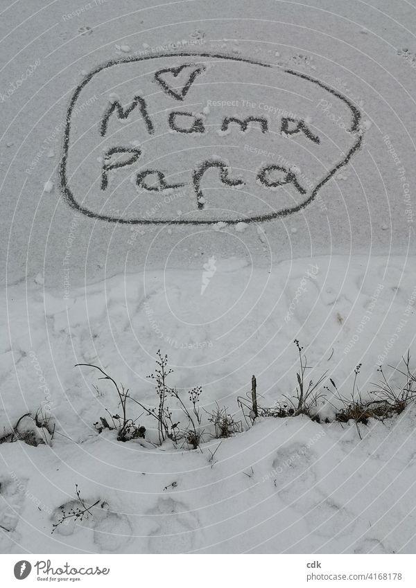 Liebeserklärung Mama Papa Herz Schrift Botschaft auf Eis gezeichnet Winter Kind Familie zugefrorener Weiher Schnee Schneebotschaft zusammen zusammen sein Kreis