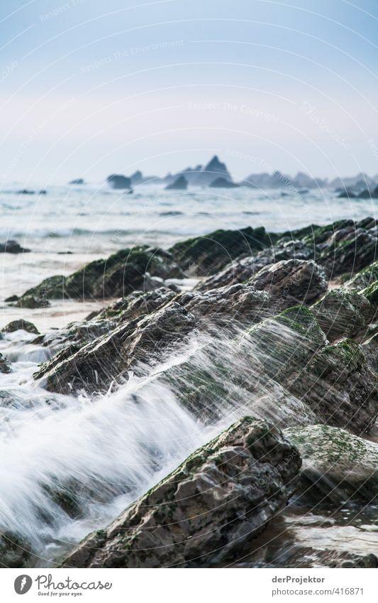 Gischt am Strand von Sao Pedro de Muel Teil 2 Himmel Natur Wasser Sommer Meer Landschaft Umwelt Gefühle Küste Sand Felsen Horizont Stimmung Luft Wellen