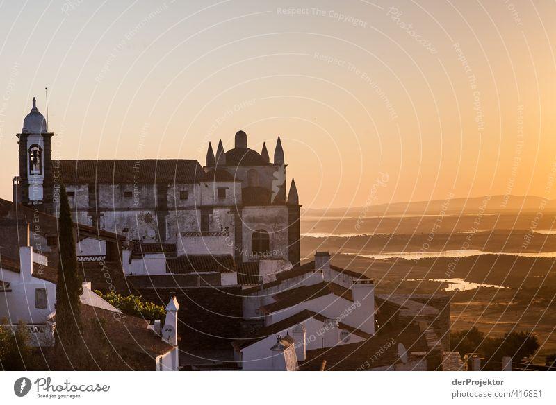 Morgens um sechs in Monsaraz - Alentejo - Portugal Kleinstadt Altstadt Menschenleer Haus Kirche Burg oder Schloss Bauwerk Gebäude Architektur Wahrzeichen