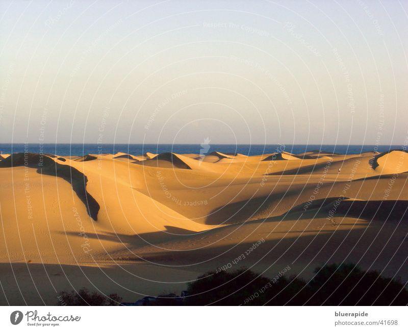 Sanddünen auf Cran Canaria Meer rot Hügel Ferien & Urlaub & Reisen heiß Sonnenuntergang Physik Himmel Stranddüne Wüste Schatten Wärme gold Farbe
