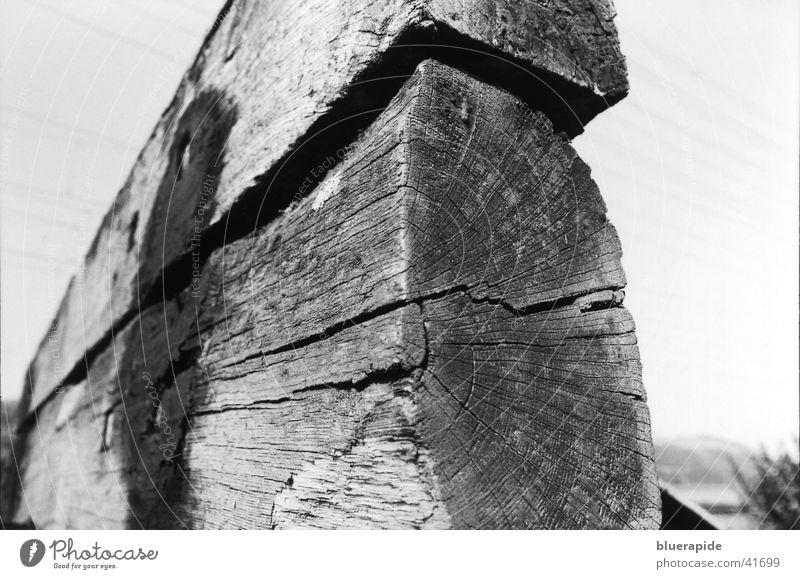Prellbock Himmel weiß schwarz Holz Eisenbahn Dinge Bahnhof Holzstruktur
