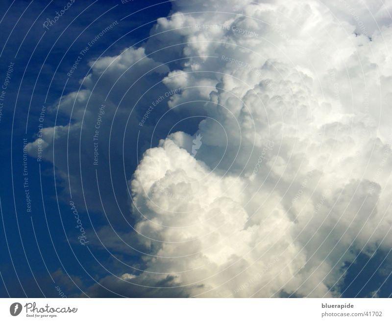 Wolkig Himmel weiß blau Wolken weich leicht Kumulus luftig Watte