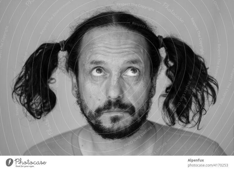 Unschuld vom Land Mann Gesicht Porträt Mensch 1 Mensch Schwarzweißfoto Erwachsene maskulin Bart Zöpfe Haare & Frisuren Friseur Lock Down 30-45 Jahre