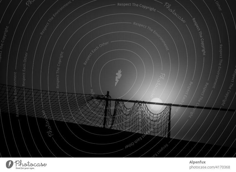 düstere Geschichten vom Zaun Absperrung düstere Stimmung Sicherheit Barriere Außenaufnahme Bauzaun Schutz Strukturen & Formen Baustelle Gitter Menschenleer
