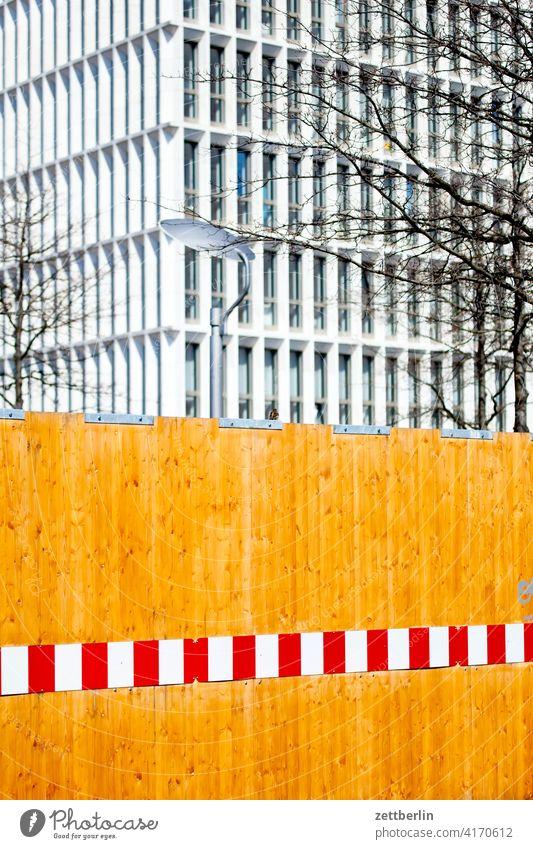 Neubau hinter Bauzaun architektur berlin büro city deutschland hauptstadt haus hochhaus innenstadt mitte modern neubau platz regierungsbauten regierungsviertel