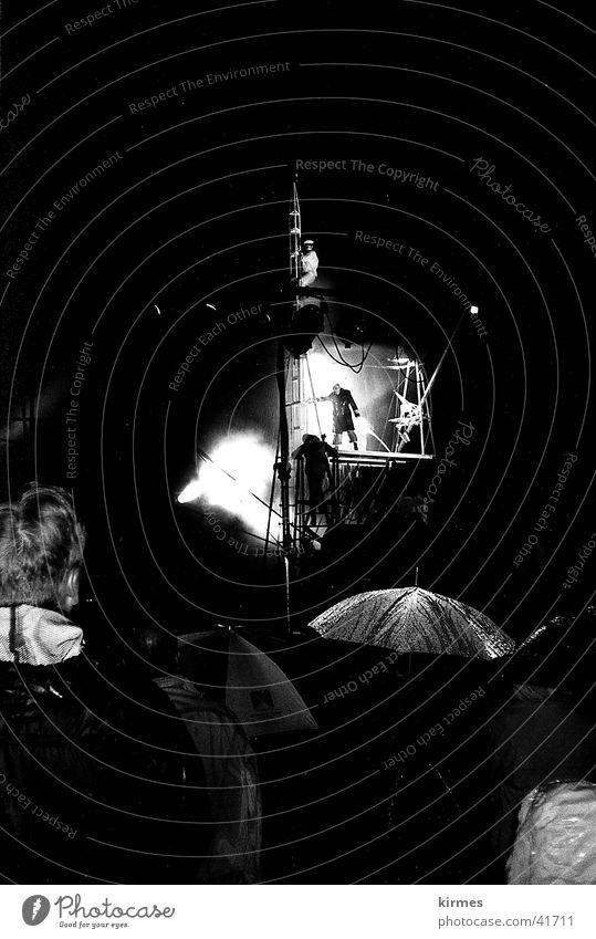 Titanic 2 Regen Freizeit & Hobby Theaterschauspiel Schauspieler Franzosen Straßentheater