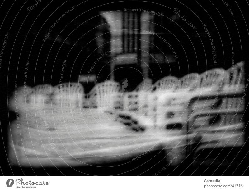Stuhlnebel Nebel schwarz weiß Trick Häusliches Leben Schwarzweißfoto Stapelung Unschärfe Detailaufnahme Anschnitt hell