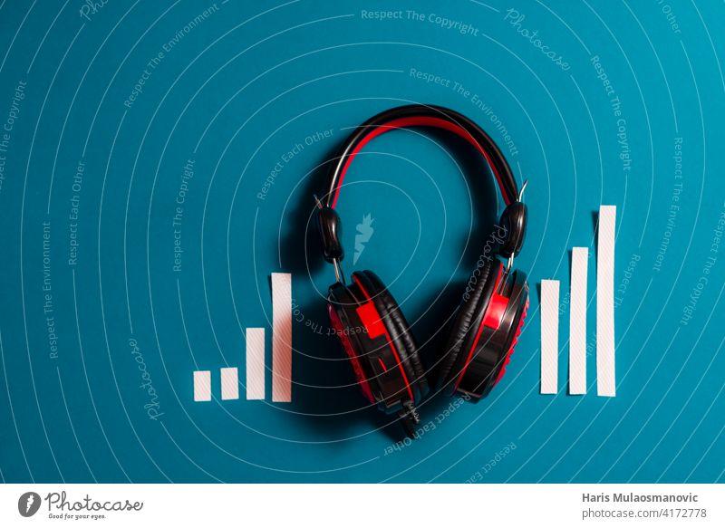 audio kopfhörer mit audio spectrum konzept, podcast, musik Publikum Audio Audiospektrum Hintergrund schwarz Ausstrahlung Business klassisch Mitteilung Konzept
