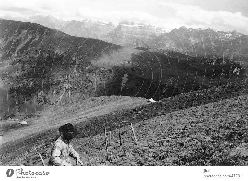 Bergbauer_2 Einsamkeit Berge u. Gebirge Landschaft Landwirt Alm Rind