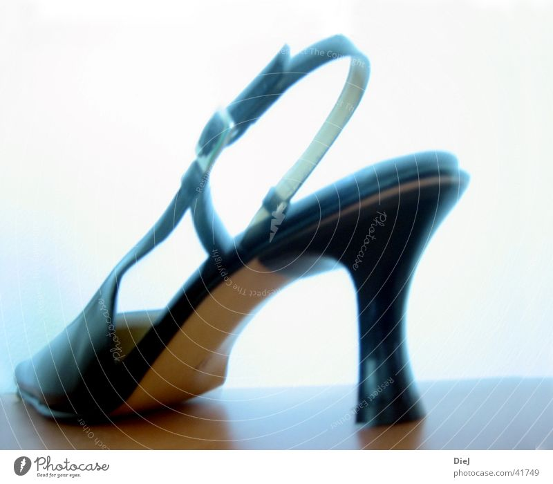 stöckelschuh Schuhe Damenschuhe schwarz Gegenlicht edel Treppenabsatz riemchen