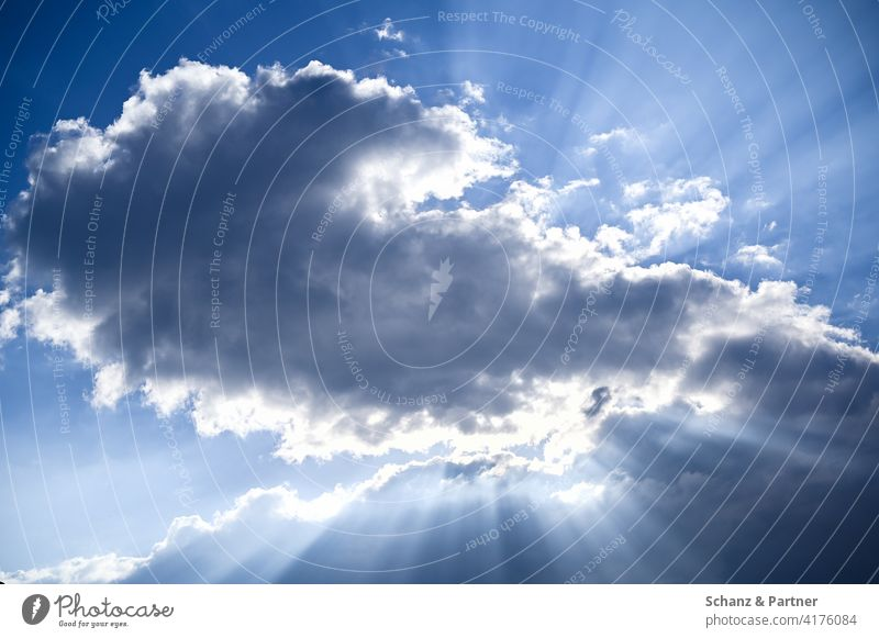 Sonnenstrahlen hinter einer Wolke Himmel blauer Himmel Wetter dunkle Wolke Schatten Sommer Tag Traum fliegen Hitze Abkühlung