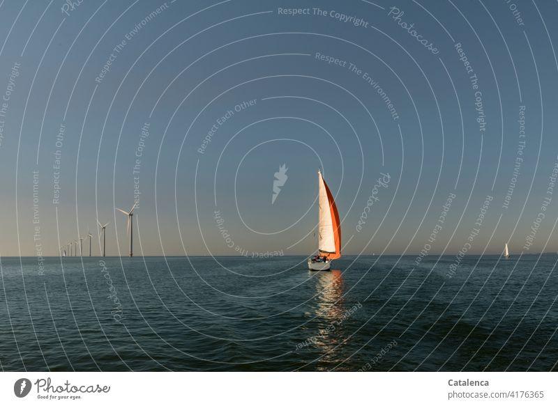 In Bewegung gesetzt durch den Wind Erneuerbare Energie Windräder Natur Wasser Wellen windig Schifffahrt Meer Segelyacht Horizont Himmel Ferien & Urlaub & Reisen