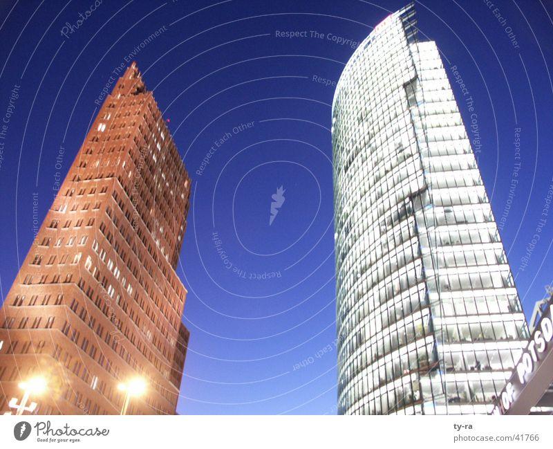 Potsdamer Platz Berlin Abend Dämmerung Hochhaus Gebäude Eisenbahn Beleuchtung Architektur Abenddämmerung Himmel