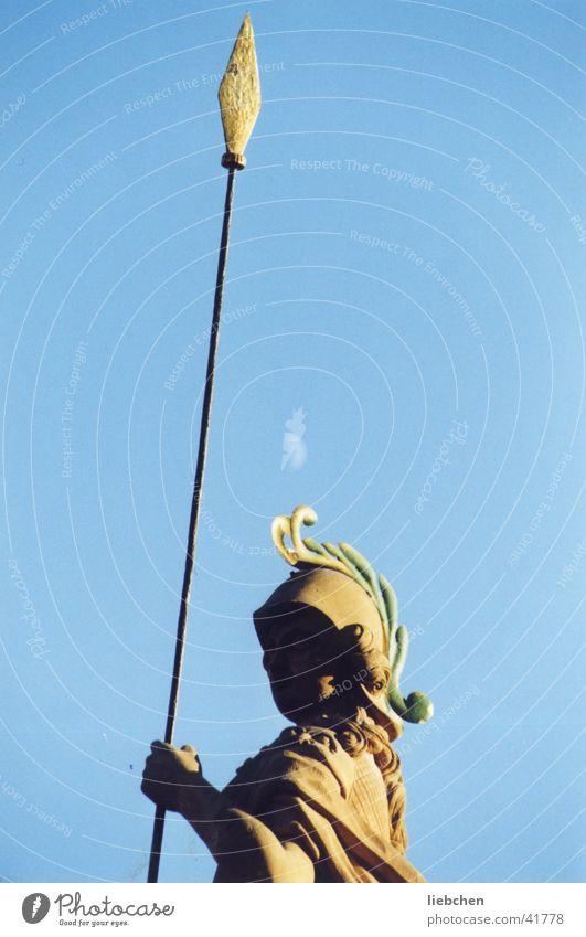 Mensch, Kultur, Objekt? Statue Stab Stein Himmel Mond Spitze