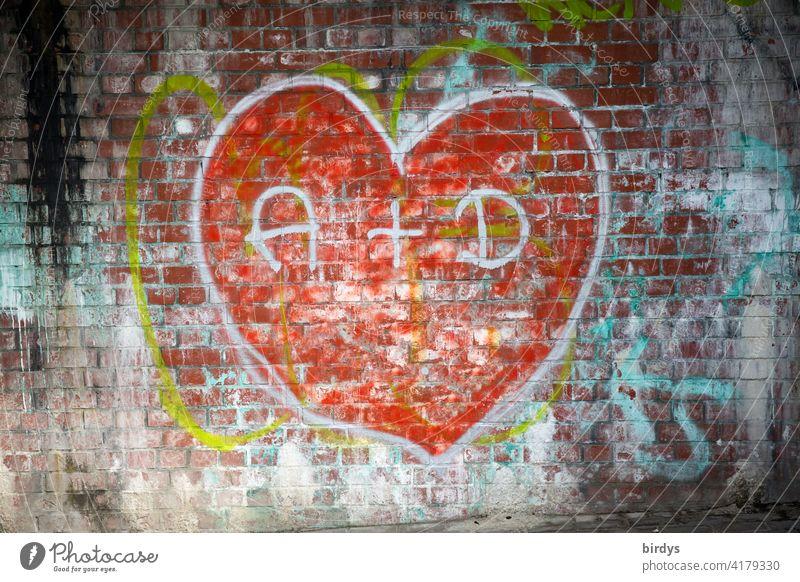 Graffiti, großes, rotes Herz auf einer Backsteinwand mit den Initialen zweier Verliebter Liebe verliebt Verliebtheit Liebesbekundung Liebesgruß Liebeserklärung