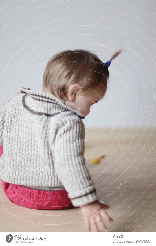 Frisurentrend Mensch Gefühle Spielen Haare & Frisuren Stimmung blond Kindheit Häusliches Leben Baby niedlich Bodenbelag Kleinkind entdecken fangen brünett Geborgenheit