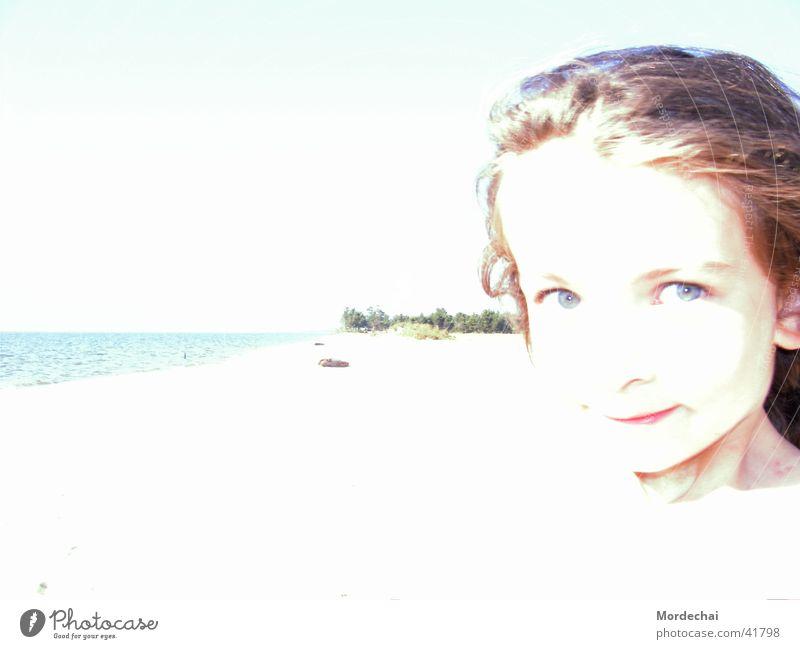 Lichtmädchen Kind Wasser Mädchen Sommer Strand Ferien & Urlaub & Reisen See hell Küste Russland Überbelichtung