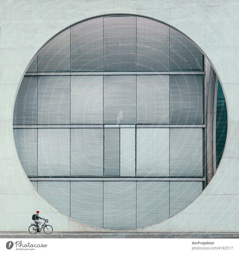 Fahrrad mit Betonfenster des Marie-Elisabeth-Lüders-Haus – der Instagram-Klassiker aus dem Regierungsviertel Strukturen & Formen Architekturfotografie