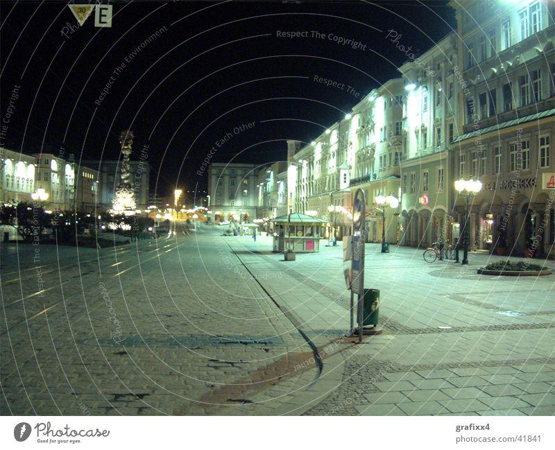Stadt bei Nacht leer Club