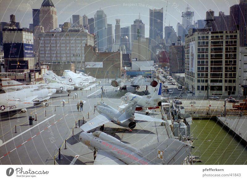 Flugzeugträger gross Wasserfahrzeug New York City Manhattan Marine
