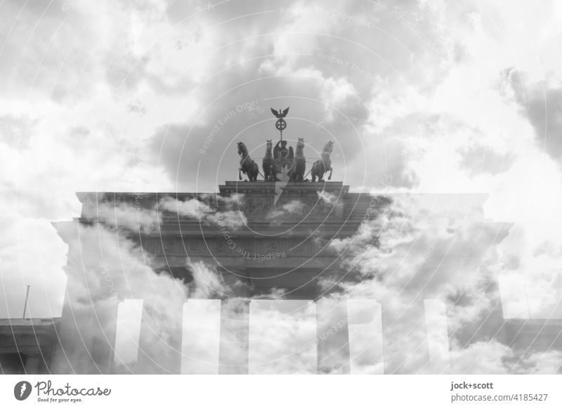 Wolken über Brandenburger Tor Wahrzeichen fantastisch Experiment Doppelbelichtung Illusion Surrealismus Reaktionen u. Effekte Pariser Platz Berlin Himmel