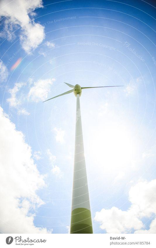 Windrad bei Sonnenschein und blauem Himmel Windkraftanlage Erneuerbare Energie Energiewirtschaft Rotor ökologisch Technik & Technologie Ressource Propeller