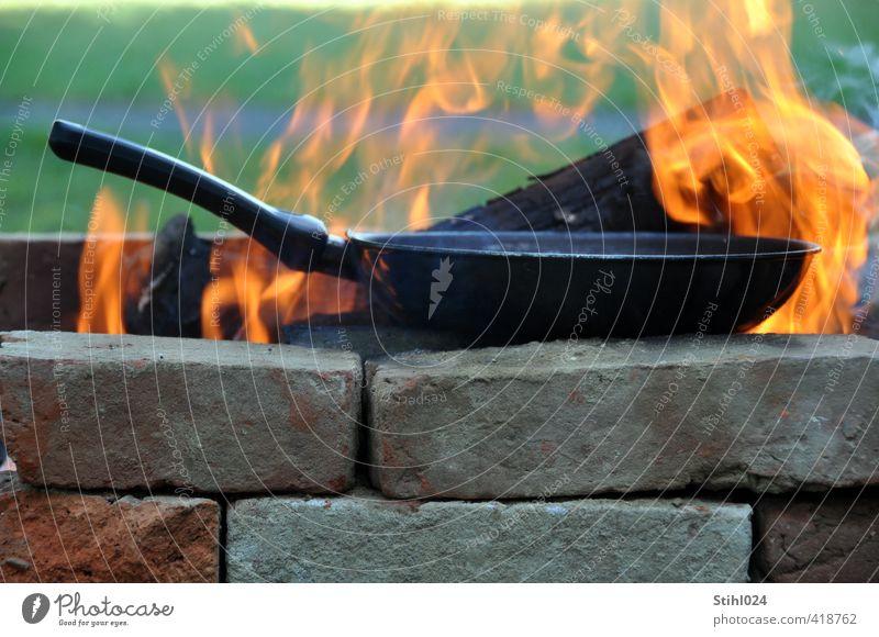 einflammiger Herd Pfanne Herd & Backofen Feuerstelle Brand Flamme brennen Abenteuer Camping Grill Backstein orange Stimmung Lebensfreude Romantik