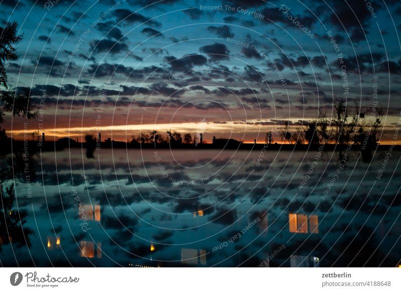 Abenddämmerung abend altocumulus dunkel düster farbspektrum feierabend froschperspektive gewitter haufenwolke himmel hintergrund klima klimawandel menschenleer