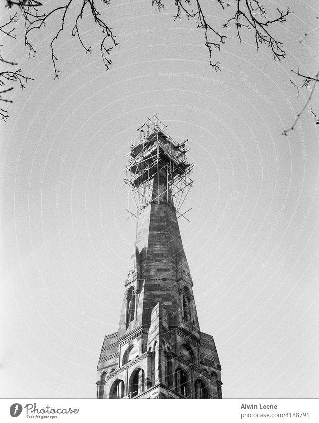 Bauarbeiten an einer Kirche in Glasgow Schottland Kirchturmspitze Konstruktion Großbritannien vereinigtes königreich Gebäude Architektur analog Filmfotografie