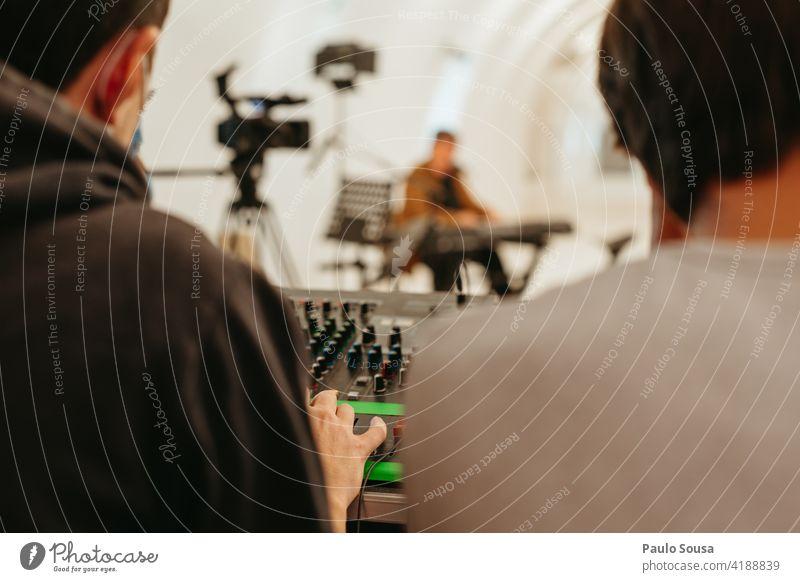 Tontechniker arbeiten Techniker Klang Mixer Konzert Medien Gerät Musiker Technik & Technologie Entertainment Audio Panel Equalizer Atelier Aufzeichnen