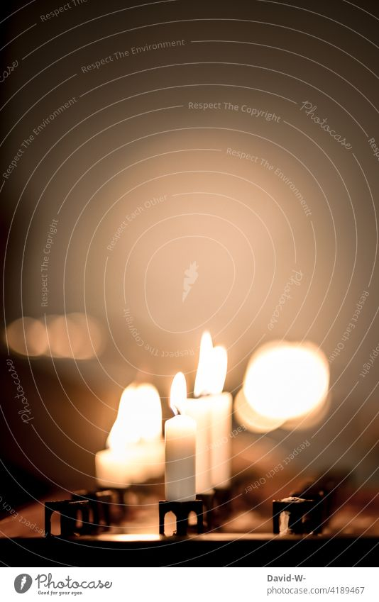 Ruhe und Stille - Glaube und Religion Hoffnung Kerzen brennen brennend wärme Licht leuchten Kerzenschein