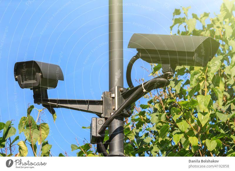 Videoüberwachungskameras für den Außenbereich, die in mehreren d cctv Sicherheit Fotokamera Anwesen System Hintergrund grün Technik & Technologie Gerät Schutz