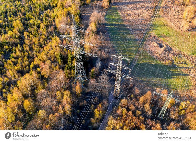 eine Hochspannungsstraße von oben Votlage Ampere amp Frühling Strommast Pylon Energie Gefahr Kabel Hochspannungsmast Kraftwerk Energietransport