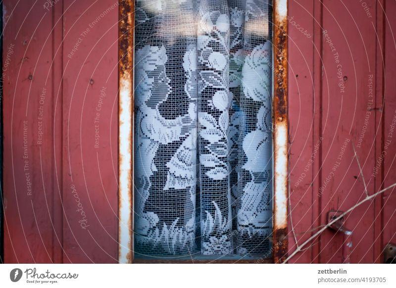 Gardine mit #metoo-Motiv erholung ferien frühjahr frühling frühlingserwachen garten kleingarten kleingartenkolonie menschenleer saison schrebergarten