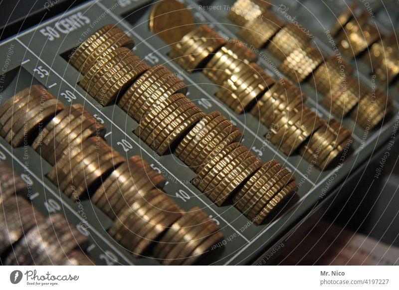 money , money , money Geld Euro Geldmünzen sparen Münzen Bargeld Finanzen bezahlen Kleingeld kaufen Vermögen Einkommen Euromünzen Währung Geldanlage Wechselgeld