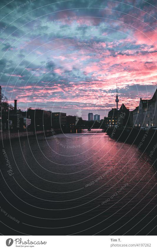 die Spree ,der Fernsehturm ,der Himmel Berlin River Berlin Mitte Berliner Fernsehturm Berlin-Mitte Wahrzeichen Turm Hauptstadt Sehenswürdigkeit Architektur