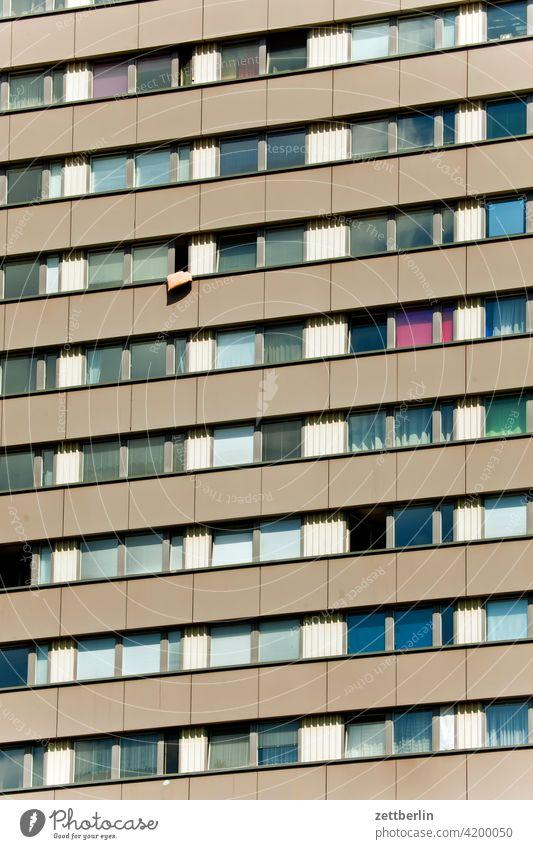 Fensterfront auf der Fischerinsel, Berlin architektur berlin büro city deutschland dämmerung froschperspektive hauptstadt haus hochhaus innenstadt mitte modern