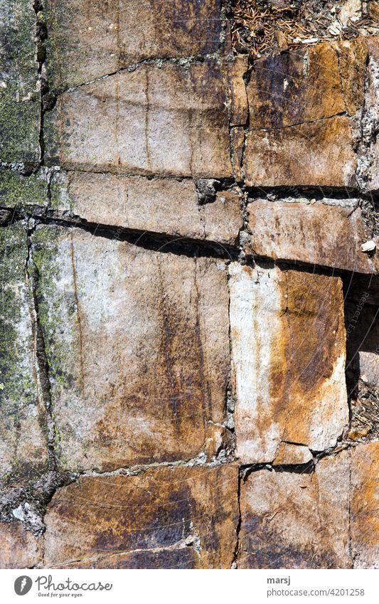 Braun gefärbte Felsen Stein natürlich Warme Farbe rissig gebrochen