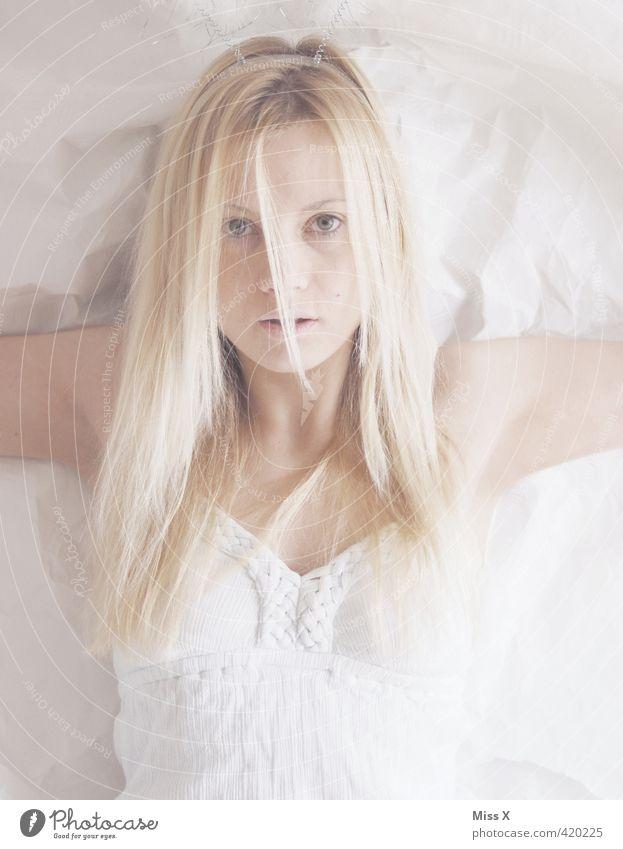 Weiße Frau Mensch Jugendliche schön weiß Junge Frau Erwachsene 18-30 Jahre feminin Haare & Frisuren blond heiß gruselig Geister u. Gespenster langhaarig Leiche Spuk