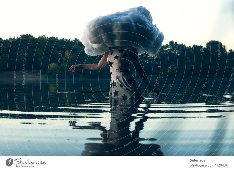 Head in the cloud Mensch Frau Natur Pflanze Sommer Hand Wolken Erwachsene Umwelt Gefühle feminin Küste Schwimmen & Baden See natürlich träumen