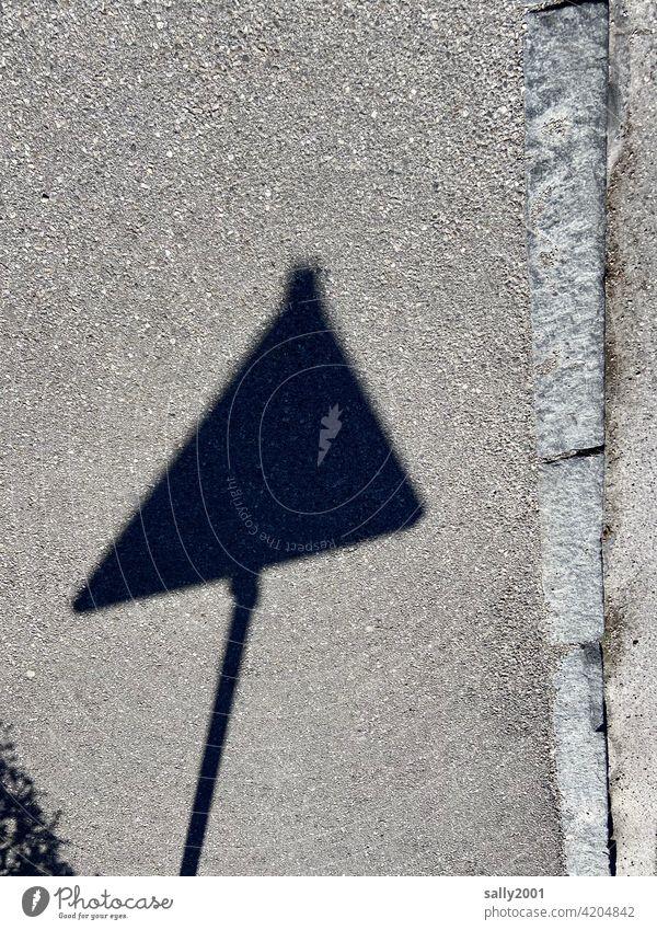 Hinweis! Hinweisschild Achtung Gefahr Warnung Warnschild Weg schief Verkehrswege Straßenverkehr Zeichen Schilder & Markierungen Verbote Verkehrszeichen