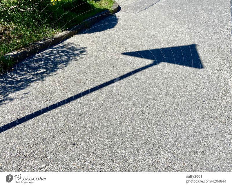 Empfehlung | Straßenverkehrsordnung... Schatten Verkehrsschild Verkehrszeichen Dreieck dreieckig Warnung Asphalt Wege & Pfade Schilder & Markierungen