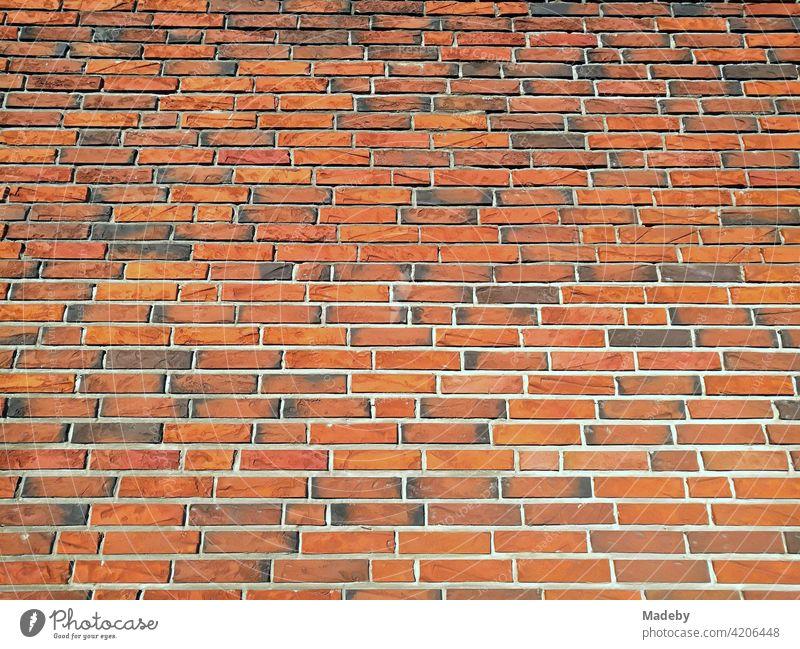 Moderne Klinkerfassade aus rotbraunem Backstein in Lemgo bei Detmold in Ostwestfalen-Lippe Mauerwerk Zauberstab Fassade backstein Ziegelstein Backsteinfassade