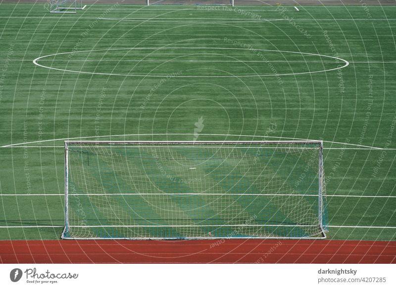 Sport Platz für Fußball oder andere Sportarten in einem neuen Zustand Kunstrasen Tor leer Ballsport grün Fußballplatz Rasen Spielen Linie Menschenleer Netz