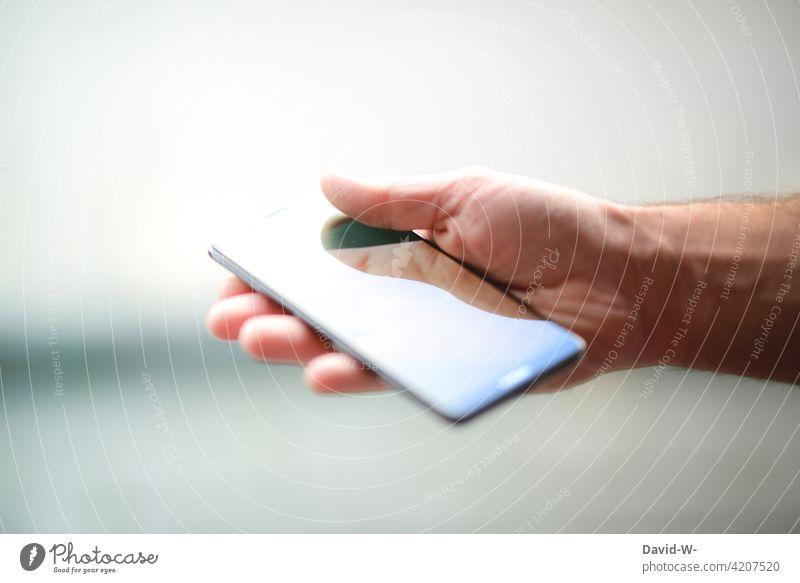 Handy in der Hand halten Smartphone Spiegelung digital Mobile Technik & Technologie Bildschirm Lifestyle